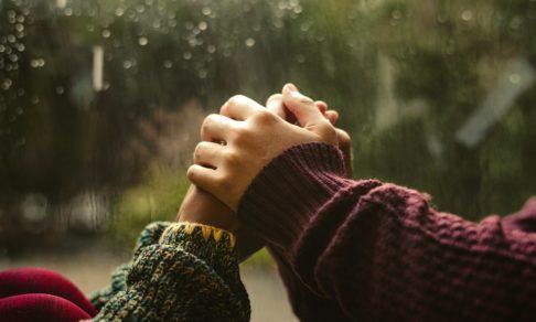 «18 лет мечтаем пожениться, а нам не дают». Влюбленные из ПНИ — о том, как быть вместе, живя в разных комнатах