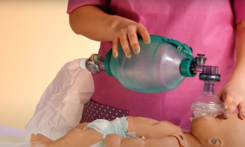 Помощь в экстренной ситуации: что делать, если ребенок не дышит