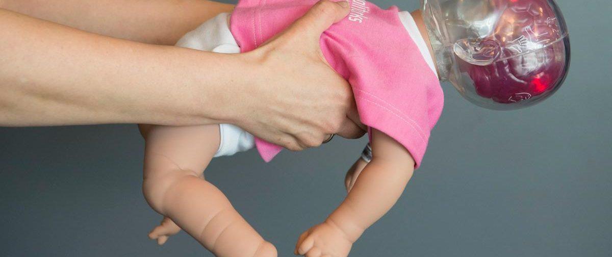 «Каждая тряска — это сотрясение мозга ребенка». Что не так с «динамической гимнастикой» в скандальном видео