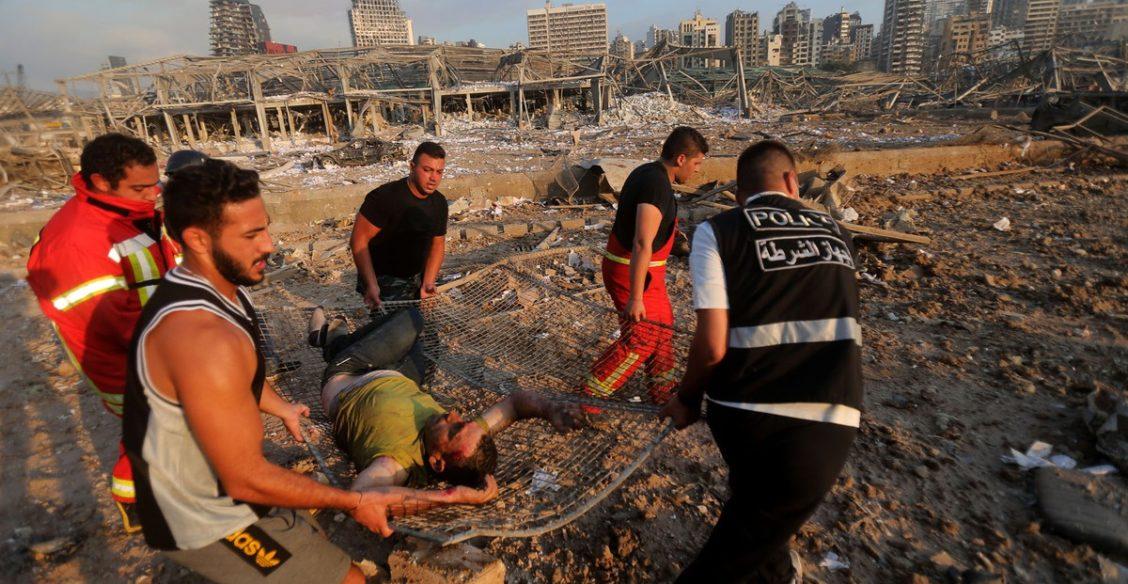 В Бейруте взрыв в порту разрушил полгорода и унес жизни более 100 человек. Фоторепортаж
