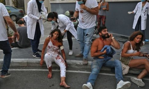«Кровь текла по спине, но я этого не чувствовала». Что пережили люди во время взрыва в Бейруте
