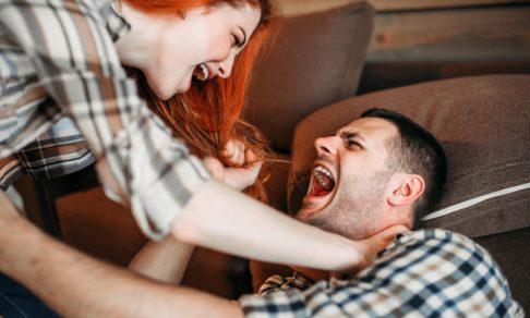Женское насилие в семье — такое бывает? Объясняет психолог Станислав Хоцкий