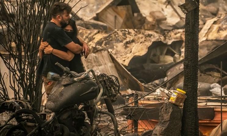 Я боюсь просыпаться утром. Многие дома уже сгорели, а на город падает пепел
