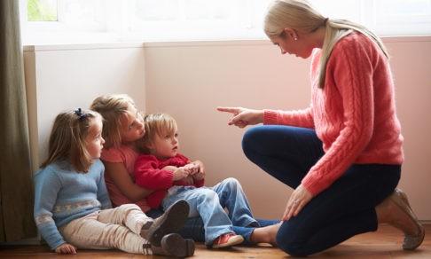 «Понимаю, что так с ребенком нельзя, но страшно по-другому». Воспитатели — анонимно и честно о своей работе
