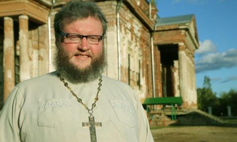 «В священство я пришел, как в реанимацию». Отец Дионисий Соколов — о том, как сделать для людей то, что можешь