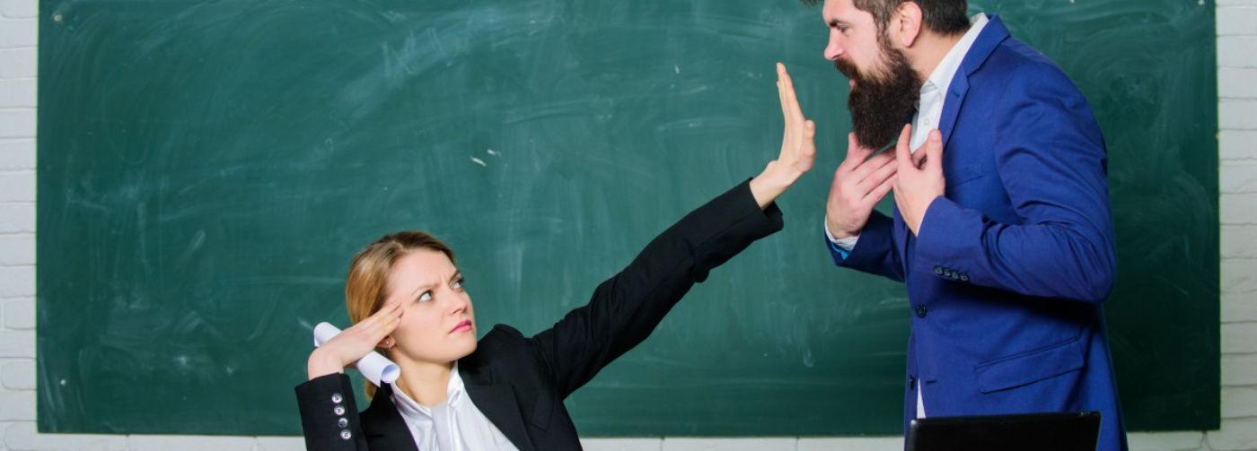 «Мой сын знает предмет на пять, а вы ему ставите три!» Школьные конфликты — разбираем с психологом