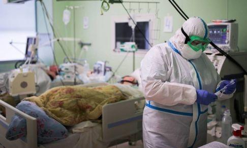Медиков не хватает, всюду очереди, а учителя болеют ковидом. Как лечат коронавирус в Красноярске