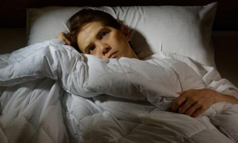 «Завидую тем, кто видит сны». Как живут люди с хронической бессонницей
