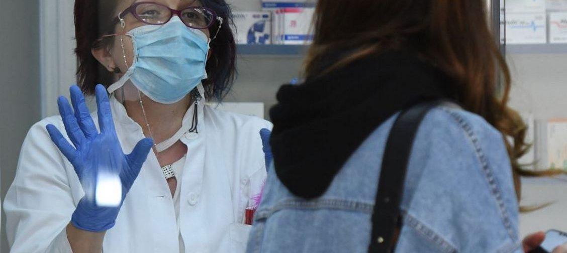 По всей стране пропадают антибиотики, которые назначают врачи при ковидной пневмонии. Почему это происходит
