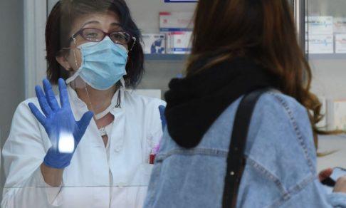 По всей стране пропадают антибиотики, которые применяют при ковиде. Для людей они стали последней надеждой