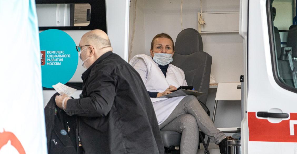 «У вас скорая ненастоящая!» Вакцинация от гриппа-2020: как прививают москвичей