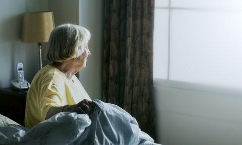 В Москве возобновили самоизоляцию для пожилых людей. Как помочь родным ее пережить