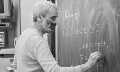 Учитель Дмитрий Шноль: «Вернетесь с дистанта, вам поставят двойки. Хорошо!»