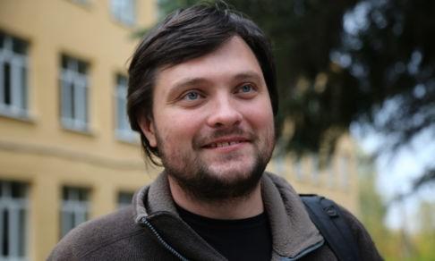 Бросил школу, жил на Камчатке с медведями и покорял США. Как учитель из Тарусы меняет российское образование