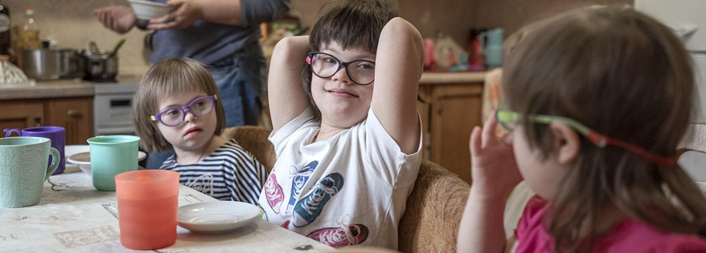 «Мальчик или девочка? — Синдром Дауна!» После шестой дочери семья приняла еще троих детей с этим диагнозом