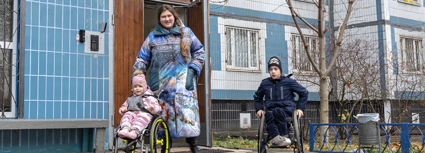 «Где я и где колясочники?» Как Ольга приняла в семью детей со spina bifida