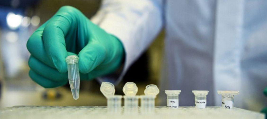 Заветный укол? Производители новой вакцины от ковида говорят, что ее эффективность — 90%. Что это значит?