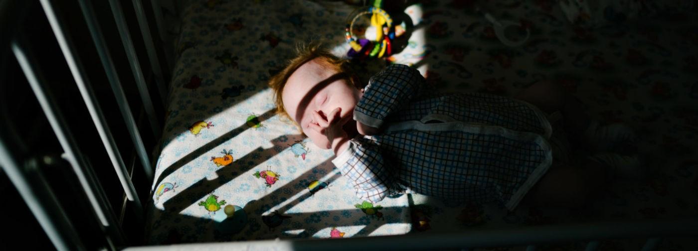 «В больнице малыш прятал сандалики под подушку». Как работают няни для отказников