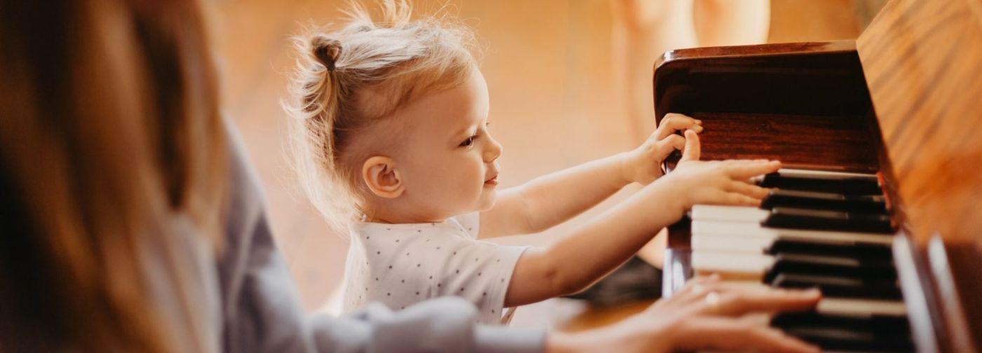 «Не запрещайте детям шуметь». Композитор Ульяна Стратонитская — о том, как заниматься с ребенком музыкой