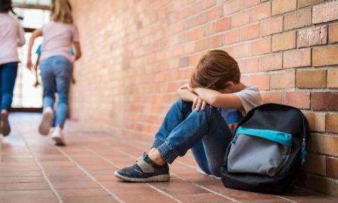 «Сын рассказал о диагнозе в школе, и его стали травить». Как в России живут дети с ВИЧ-инфекцией
