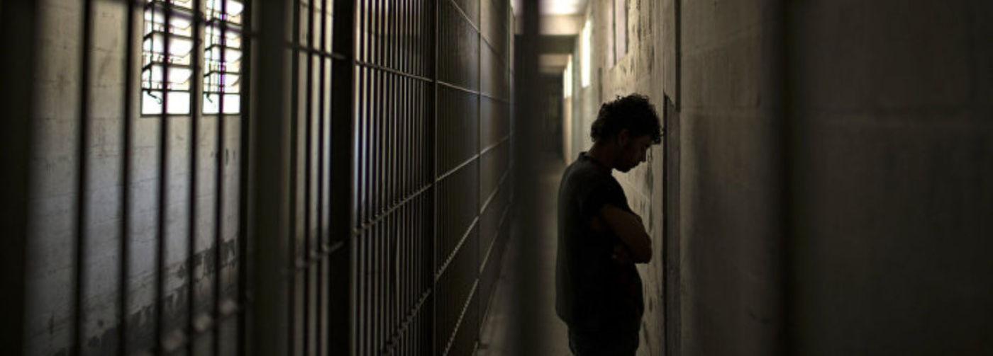 «Ты нам не нравишься, посиди еще». Ольга Романова — о том, что происходит в тюрьмах в пандемию