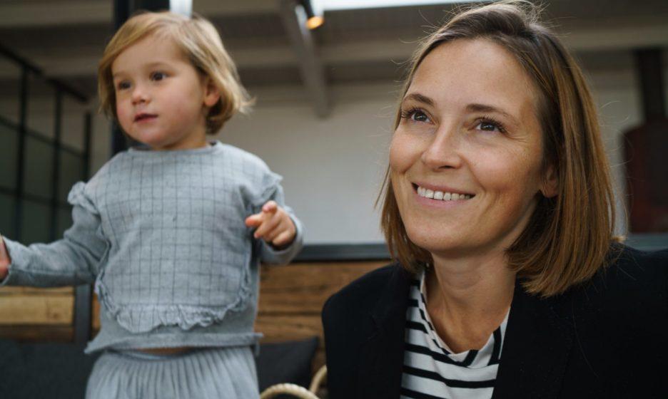 «Дети не дают маме поесть, побыть одной и тянут ее за волосы». Анна Данилова и Наталья Ремиш — о границах в семье
