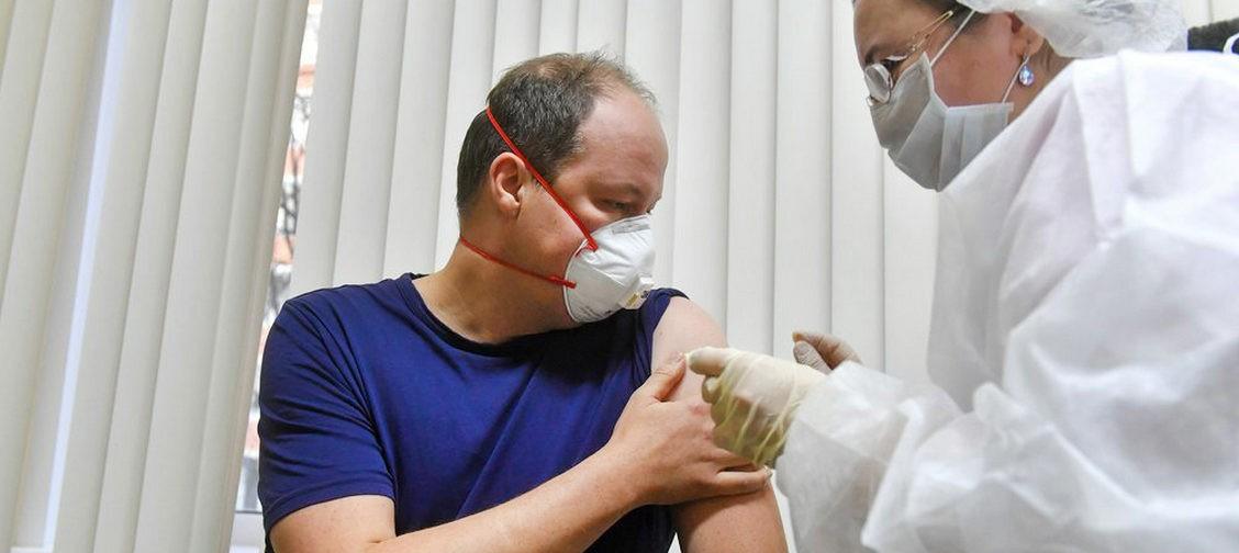 Я собираюсь сделать прививку от коронавируса. Правда ли, что пить нельзя и что еще надо знать?