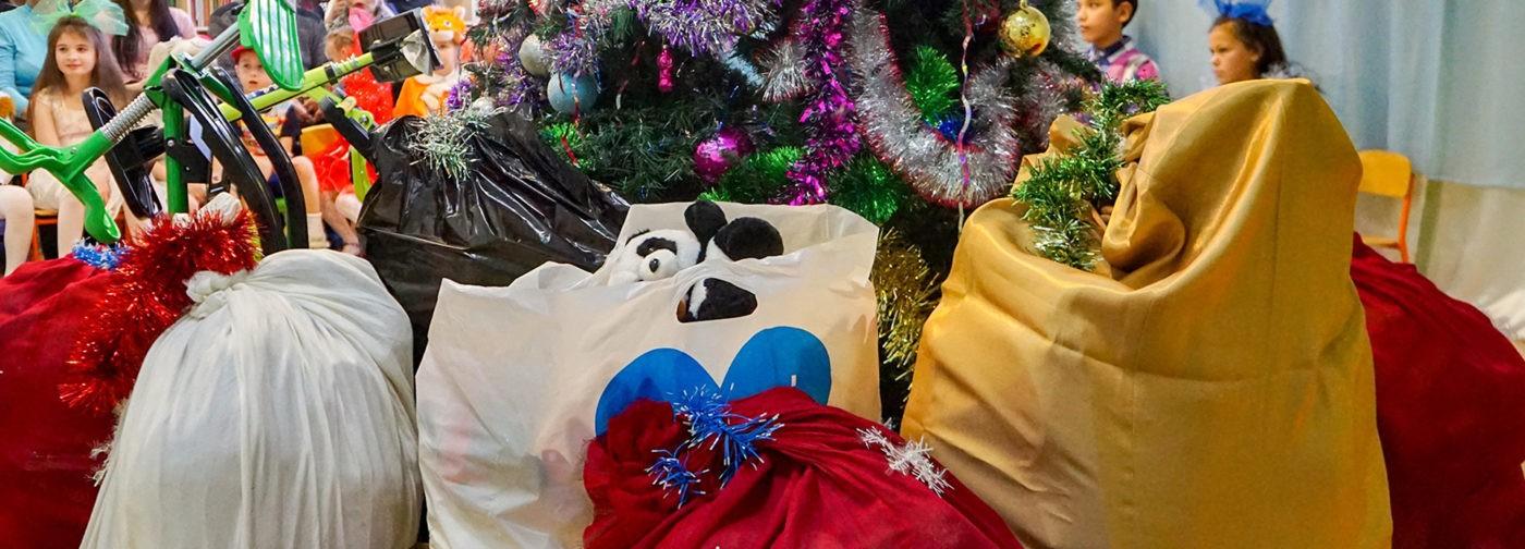 Почему ехать с подарками в детдом — плохая идея?