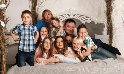 Из опеки звонили: «Не хотите еще взять двоих?» Как живет в пандемию семья с 11 приемными детьми