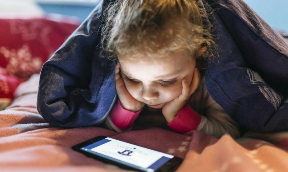Из-за пандемии дети больше времени проводят в интернете. 5 советов для обеспокоенных родителей