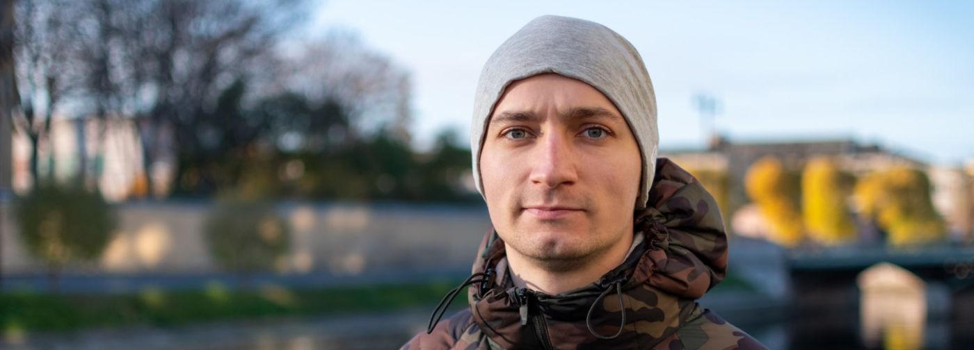«Инсульт в 23 года — это жестко!» Как Сергей Калугин из Петербурга учится жить заново