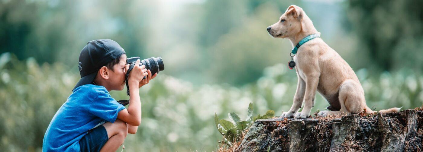 У этой няни четыре лапы и хвост! 15 фото детей с их собаками