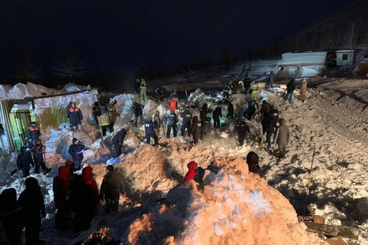 В Норильске лавина обрушилась на горнолыжную базу. Под завалами были люди, трое из них погибли