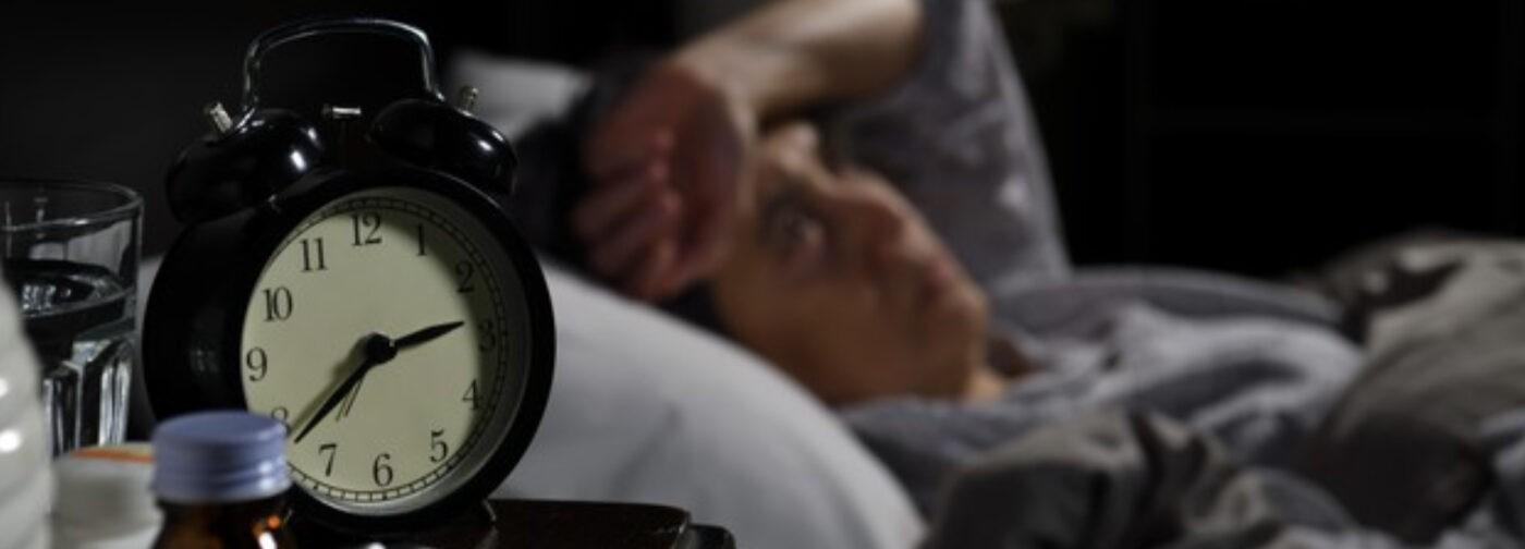 Почему ковид мешает спать? Врач-сомнолог — о бессоннице и бесполезных снотворных