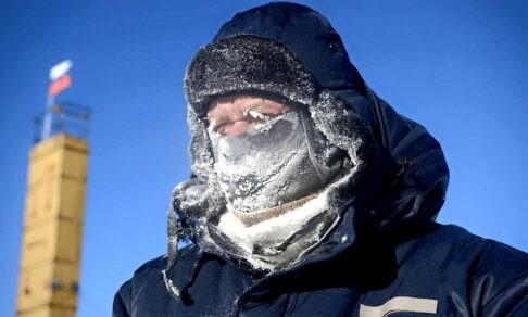 «Мы сидели без топлива две недели и ждали, когда нас спасут». Полярник Алексей Екайкин — о покорении Антарктиды