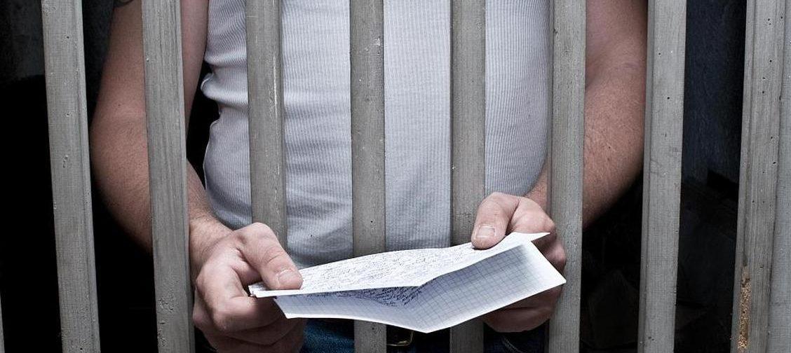 Мамины письма спасли меня в тюрьме. Поэтому я помогаю заключенным общаться с их семьями