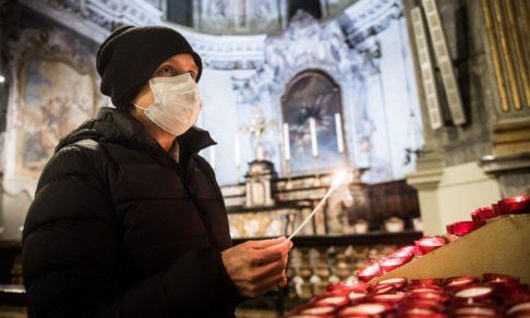 Рождество в храмах стало другим. Как православные Европы встречают праздник в карантин