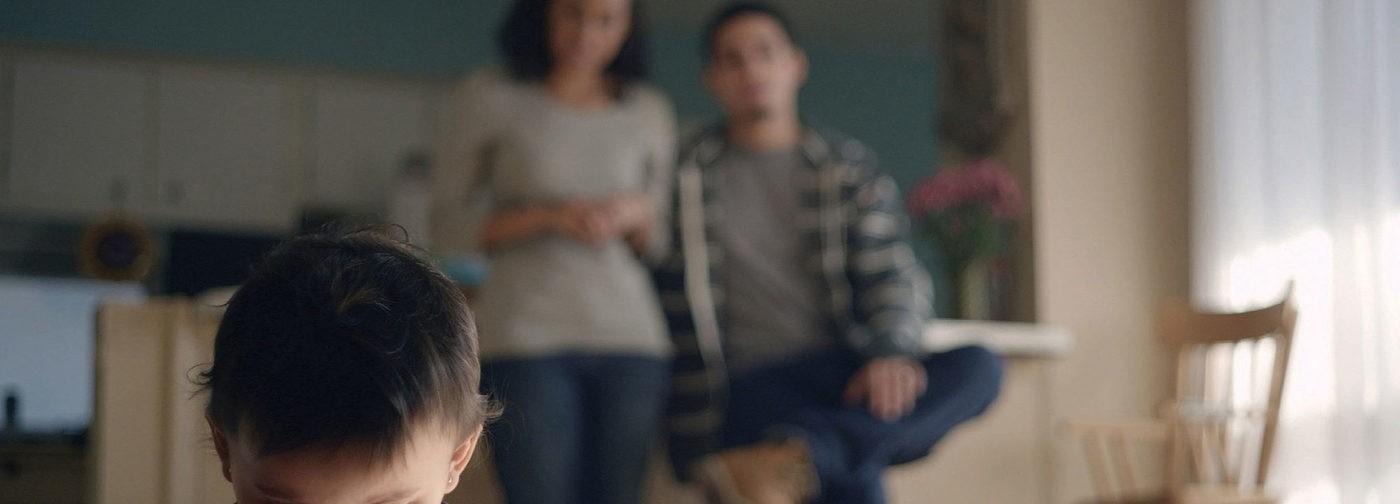 «Сын закатывал истерики, а мы обвиняли друг друга». Как родители ребенка с аутизмом сохранили семью