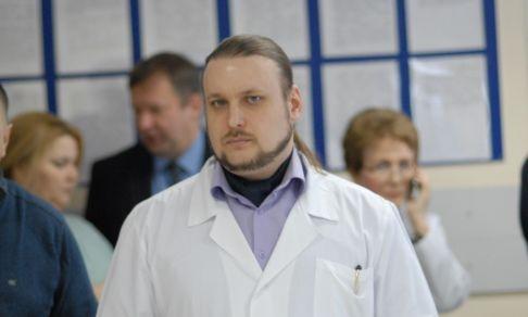 «Скоро к отцу Кириллу отправишься — рожать». Священник и анестезиолог роддома — о работе, любви и потере