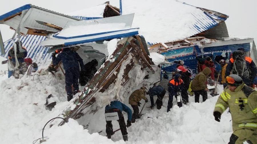 В Карачаево-Черкесии сошла лавина. Под снегом может быть до 20 человек