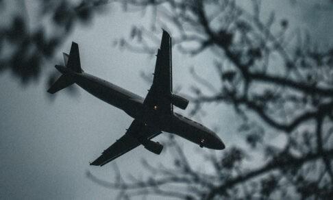 «Мы падаем?» Самолет трясло, а пассажиры молились