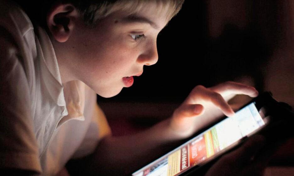 «Сколько разрешать — час, два, четыре?» Что делать, если ребенок вечно в телефоне