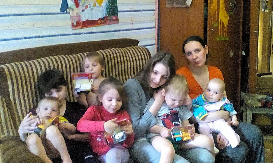 Анастасия Резникова с детьми