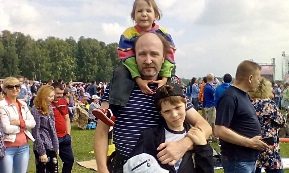 Андрей Андреев с детьми Варварой и Андреем