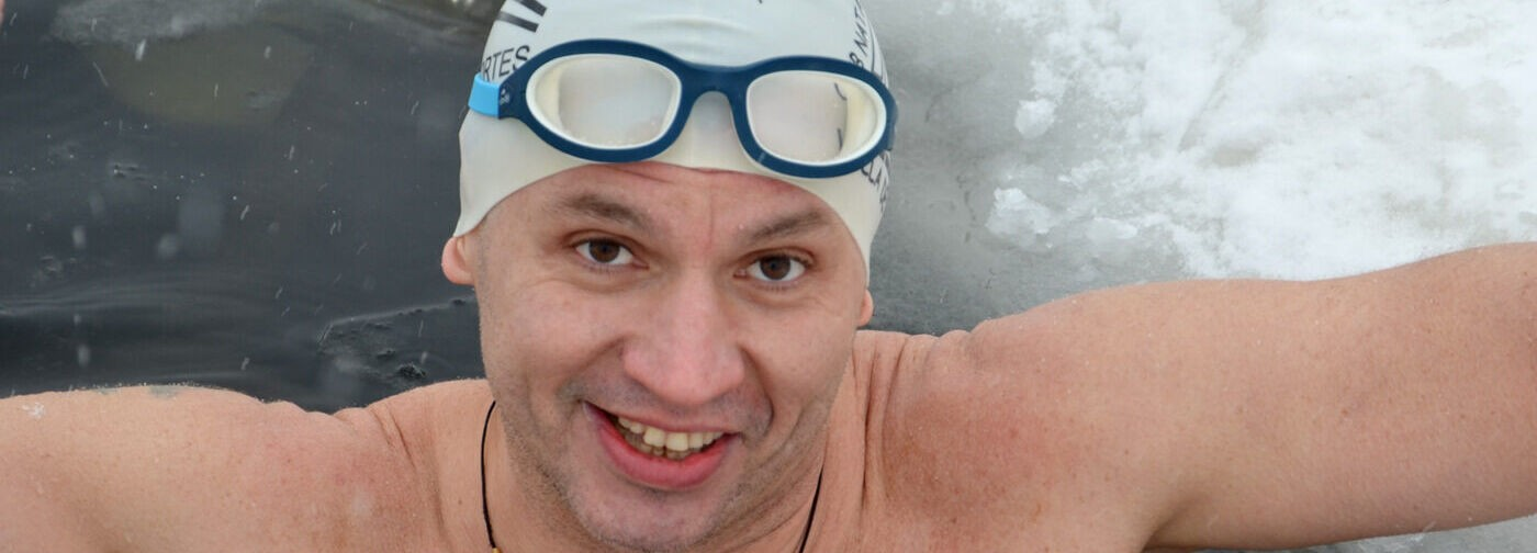 «Переплыл Амурский залив и хочу покорить Ла-Манш». Паралимпиец Виталий Кочнев — о заплывах в ледяной воде
