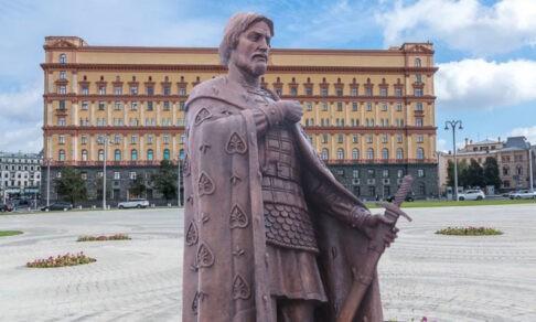 Александр Невский на Лубянке. Из чьих рук КГБ принял меч?