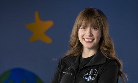 Хейли победила рак и летит в космос. Она работает в клинике, где ее вылечили в детстве