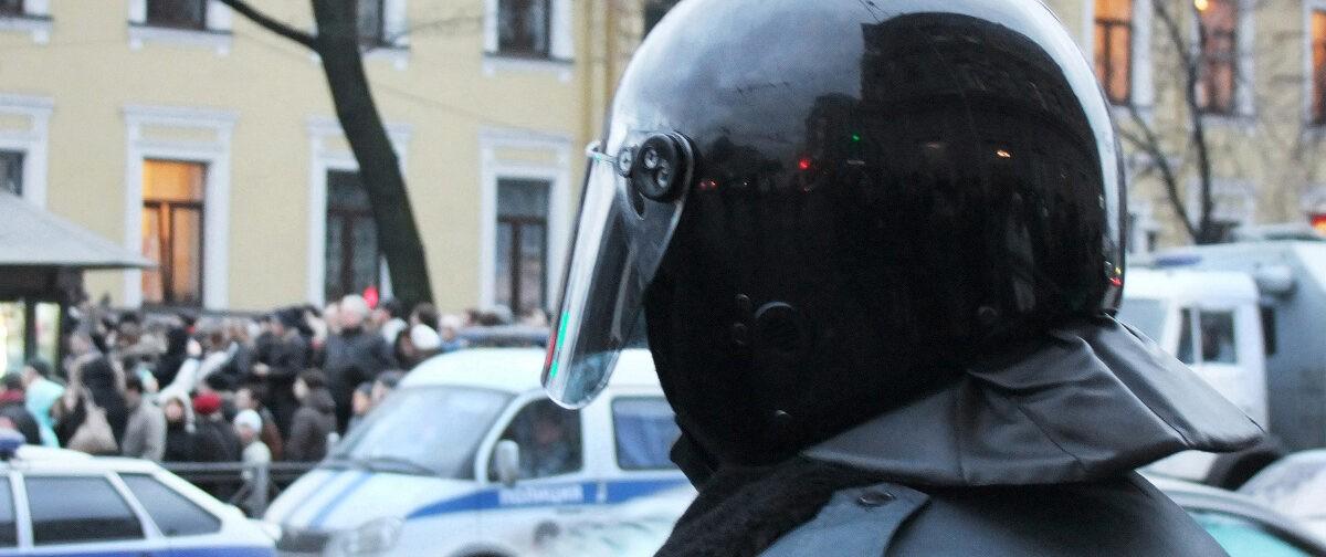 «Тычут в лицо телефон и советуют найти нормальную работу». Сотрудник полиции анонимно и честно — о митингах