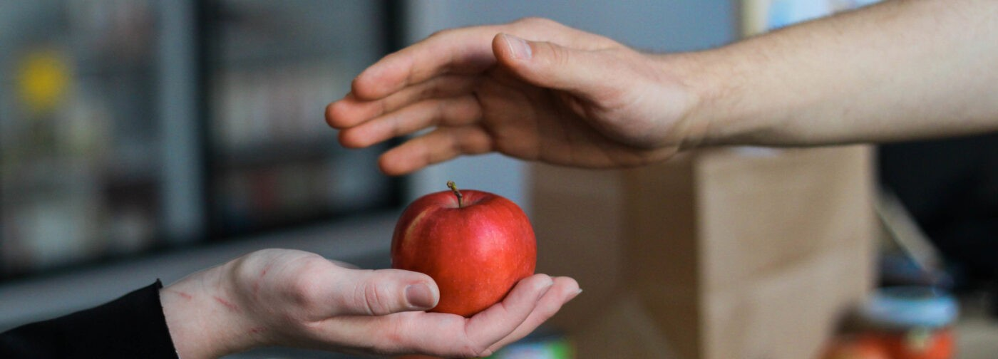 Школьник запустил фудшеринг в Нефтеюганске. Кафе и магазины отдают еду бедным семьям