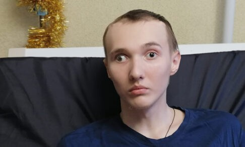 Опухоль удалили. Но после операции на мозге Сергей не может глотать